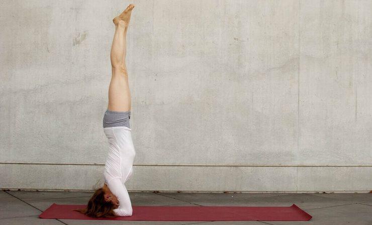 """Asanas Invertidas, consideradas las """"reinas"""" del Yoga"""