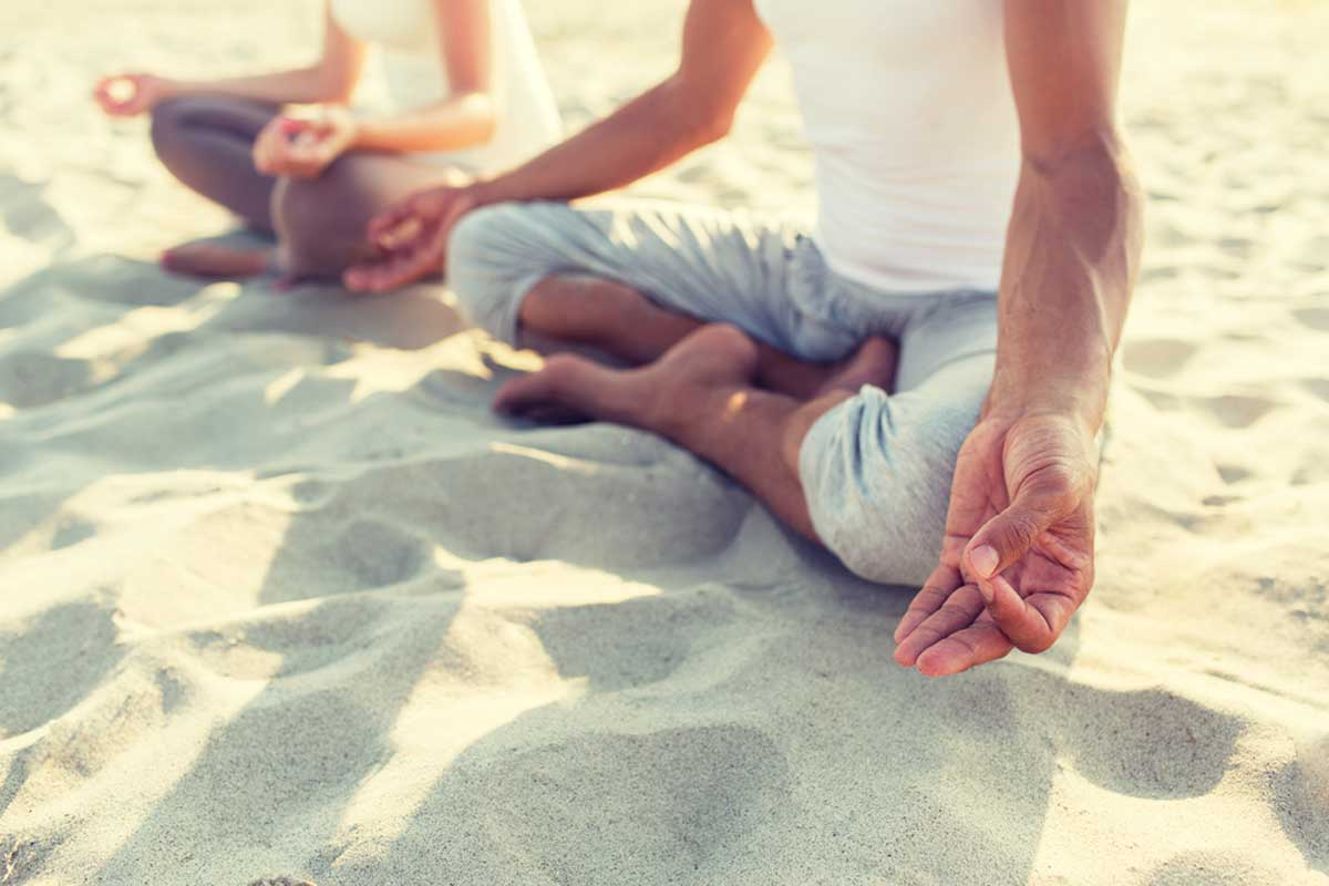 Beneficios de meditar en la playa