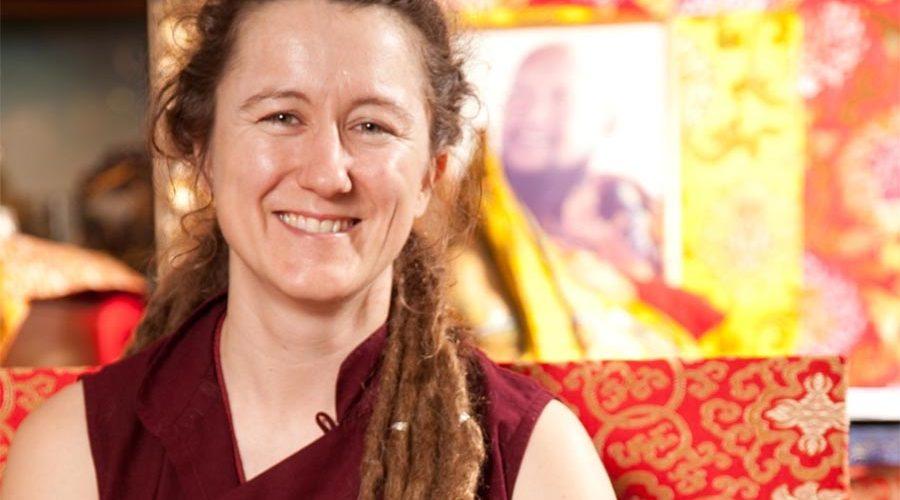 Budismo: Lama Caroline, discípula de Lama Gangchen Rinpoche y sostenedora del linaje NgalSo