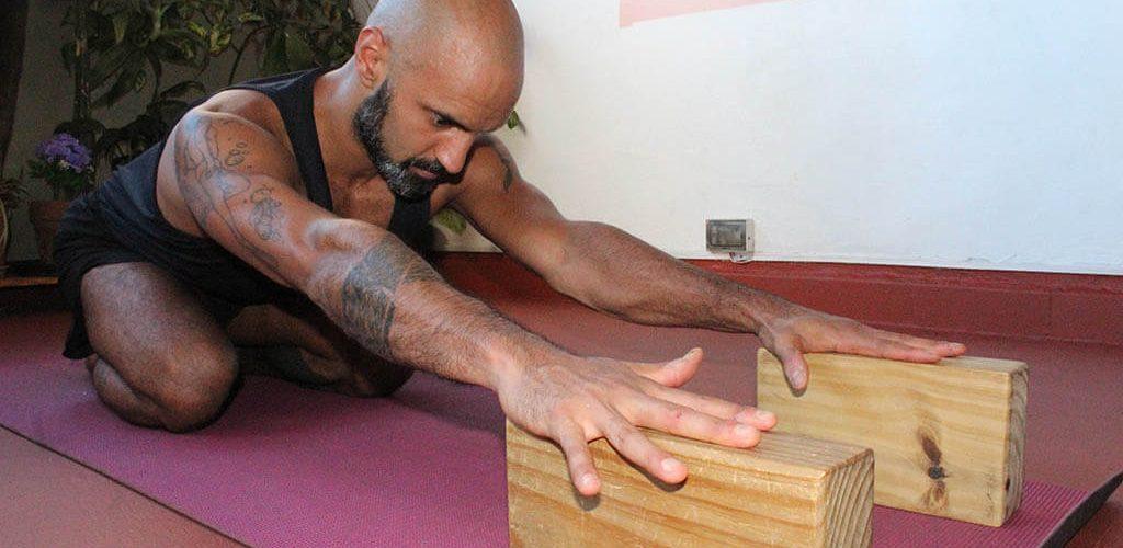 Adho Mukha Virasana | Yoga para la zona lumbar